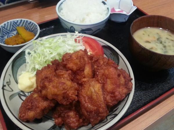 鑓水商店ザンギ定食9つ